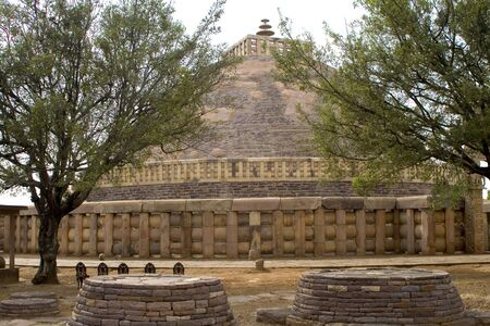 Buddhist monuments Buddha stupa at Sanchi,Madhya Pradesh,India World Heritage LANG_EVOIMAGES