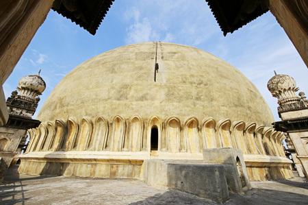 Islamic architecture Gol Gumbaz built in 1659 by Mohammed Adil Shah,Bijapur,Karnataka,India Stok Fotoğraf - 85786810