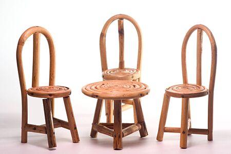 コンセプトファミリー、手工芸品、3つのサトウキビチェア&テーブル、インド