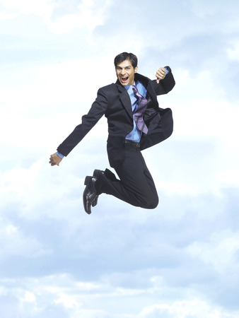 이그 제 큐 티브 푸른 하늘에 기쁨을 함께 점프