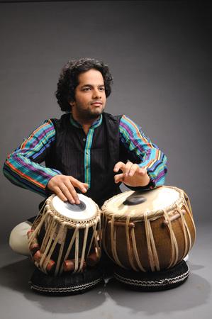 Musician playing tabla 719E Banco de Imagens