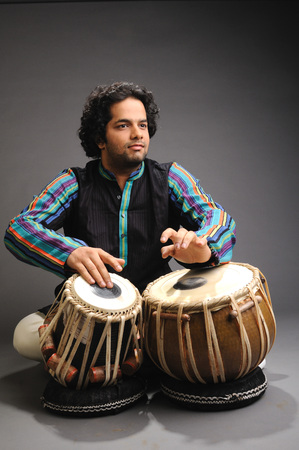 Musician playing tabla 719E Banque d'images