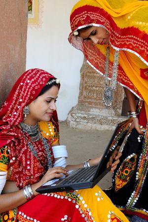 Rajasthani 숙녀 노트북, 라자스탄, 인도를보고 스톡 콘텐츠