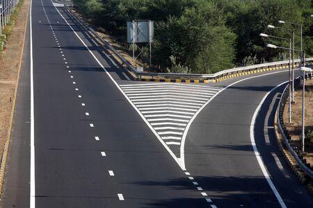 curve road: Ahmedabad Vadodra express highway in Gujarat,India LANG_EVOIMAGES