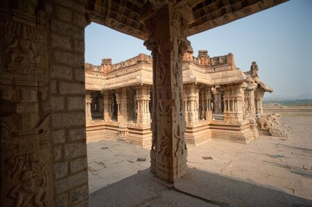 Vitthal 寺、ハンピ、カルナータカ州、インドの彫刻装飾柱 写真素材