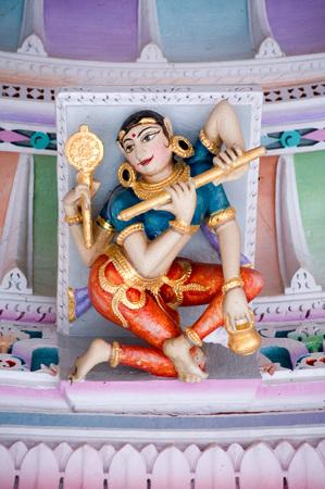 Panchasara parasvanath ジャイナ教寺院、パタン、グジャラート、インドの天井に女性の彫刻