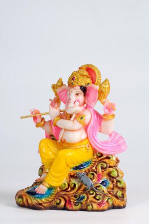 Estatua del señor Ganesh tocando la flauta, India Foto de archivo - 85911089
