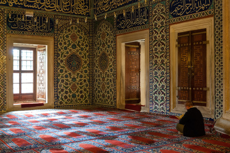 selimiye mosque: An unidentified man prays in the Selimiye Mosque, the masterpiece of famous architect Mimar Sinan and one of the highest achievements of Islamic architecture, on May 5, 2015 in Edirne, Turkey.