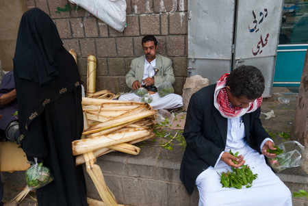 A woman dressed n black buys khat from two men on May 4, 2007 in Sanaa, Yemen. Khat has been grown for use as a stimulant for centuries in the Horn of Africa and the Arabian Peninsula. Redakční