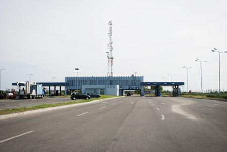 smuggling: Border crossing checkpoint between Romania (Zimbolia) and Serbia (Srpska Crnja)