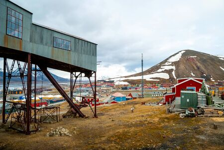 polar station: Abandoned cablecar station used for coal transportation in Longyearbyen, Svalbard