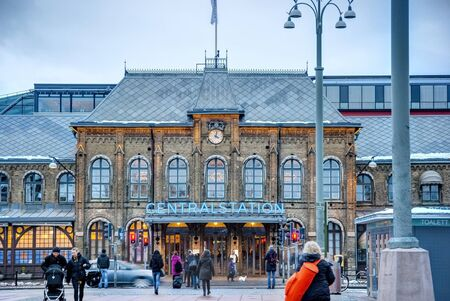 gothenburg: GOTHENBURG, SWEDEN - FEBRUARY 1: People rushing to the Gothenburg main train station in the evening twilight on February 1, 2015 Editorial