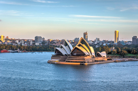 opera house: View on Sydney Opera house in afternoon light