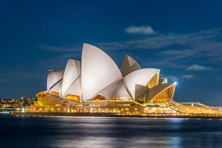 夜のシドニー ・ オペラ ・ ハウスの表示、長時間露光