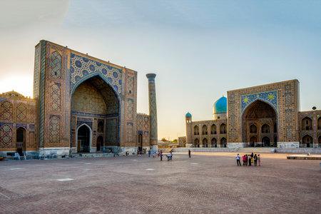 registan: SAMARKAND, UZBEKISTAN - AUGUST 27: Visitors in front of Samarkand Registan in late afternoon. August 2016 Editorial