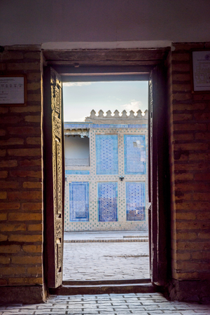 thru: View thru the door to the old street in Khiva, Uzbekistan Stock Photo