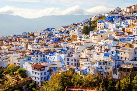 Chefchaouen, blaue Stadtskyline auf dem Hügel, Marokko Standard-Bild - 93155393
