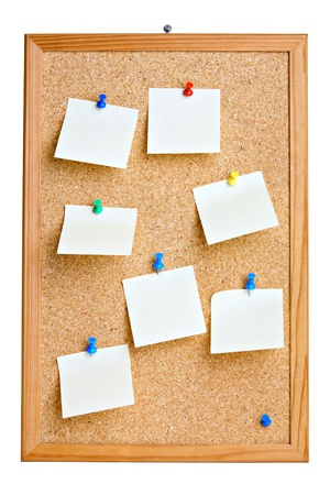 пробка: Cork board with blank notes , isolated on white