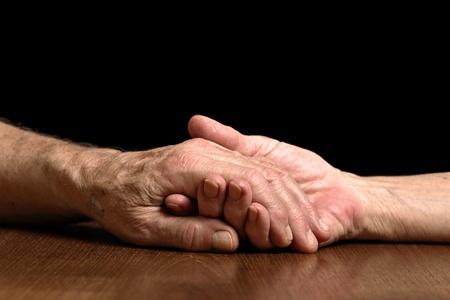mains crois�es: Couple Senior Banque d'images