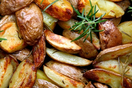 spiced: Young baked potatoes with rosemary
