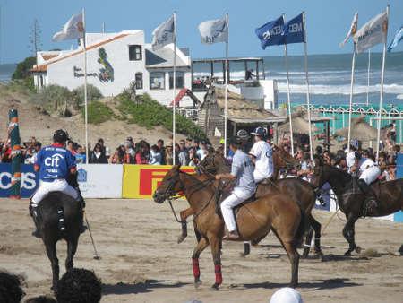 Pinamar strand (Sea Avenue kruising Retama Street), Argentinië 2 januari 2013, open deur tentoonstelling, Beach Polo SANCOR Grand Slam