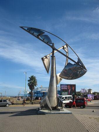Pinamar strand, provincie Buenos Aires, Argentinië, 22 januari 2015, Del Mar Avenue en Bunge Avenue kruising metallic instalatie