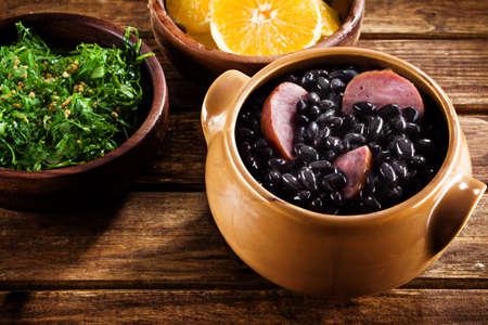 Feijoada, une recette traditionnelle de la cuisine brésilienne Banque d'images - 21498206