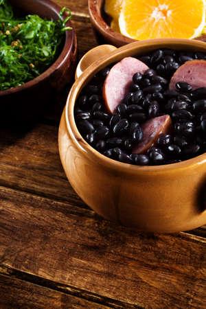 Feijoada, une recette traditionnelle de la cuisine brésilienne Banque d'images - 21498207