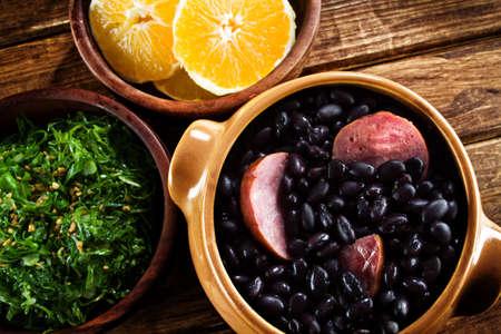 Feijoada, una ricetta tradizionale della cucina brasiliana Archivio Fotografico - 21498213