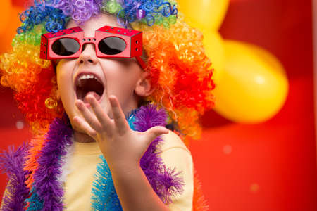 carnival: Niño que se divierte en el carnaval en Brasil