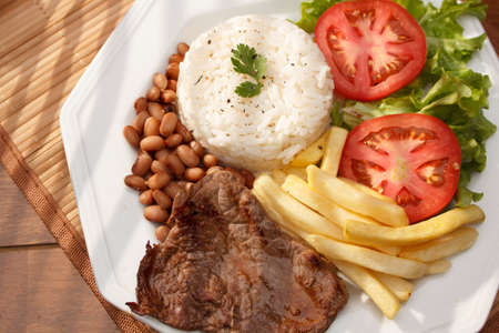 arroz: Plato típico de Brasil, arroz y frijoles