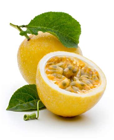 frutas tropicales: fruta de la pasión brasileña rica en vitaminas