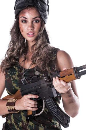 Mujer en uniforme militar con una pistola Foto de archivo