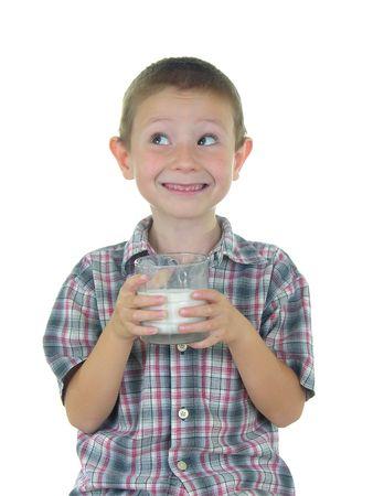 sorbo: Boy celebraci�n de un vaso de leche  Foto de archivo