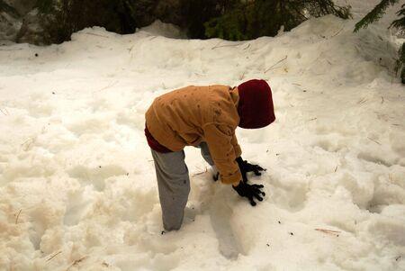 Boy in deep snow Reklamní fotografie