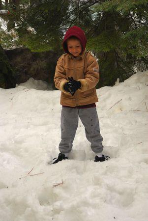 Boy preparing a snowball Reklamní fotografie