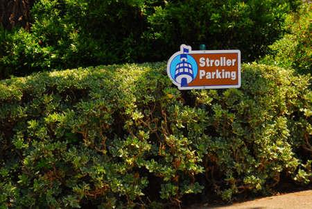 Wandelwagen parkeren ondertekenen met afdekking