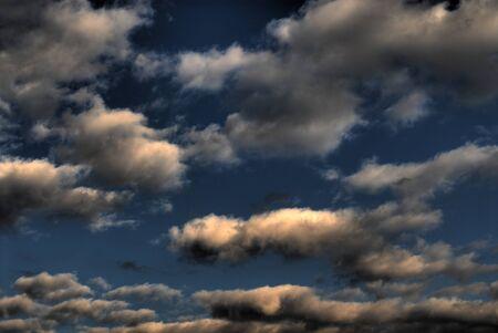 desert storm: Al final de la tarde de alta definici�n desierto nubes de tormenta