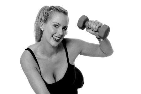 フィットネス トレーニングをやって若いブロンド美女