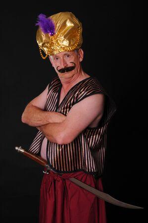 rajah: Un anciano sult�n o Shiek con una espada m�s aisladas negro