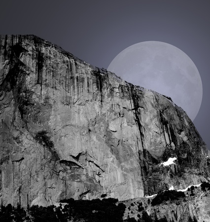 Moon rising above the Yosemite valley in California