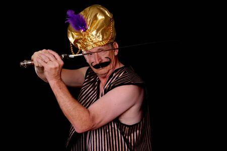 tiran: Een oudere sultan of shiek met een zwaard ge Stockfoto