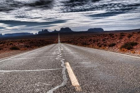 nieużytki: Droga do Monument Valley Utah o Å›wicie