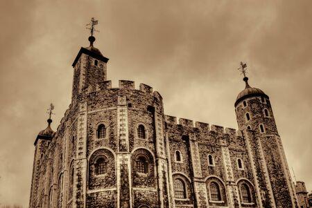 De Tower of London middeleeuwse kasteel en de gevangenis Redactioneel