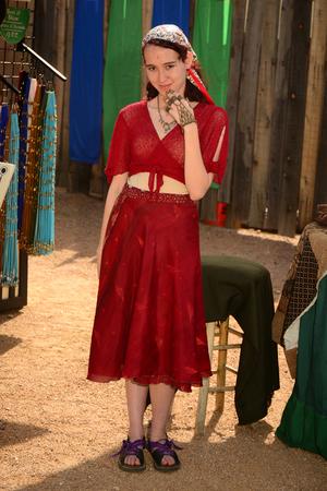 vestidos de epoca: Phoenix, Arizona, Estados Unidos, 14 de febrero 2015 Los participantes que asisten a Arizona Renaissance Festival vestido con trajes de �poca. Editorial