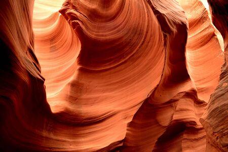 serpiente de cascabel: La luz del sol que entra en Rattlesnake Canyon en la reserva india de Navajo en Arizona del Norte Foto de archivo