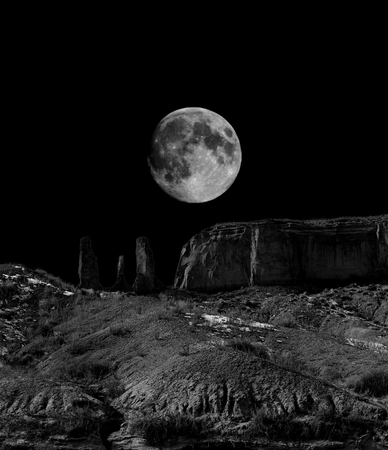 Infrared monochrome desert moon over the southwestern USA Sonora desert Arizona and mountains Archivio Fotografico