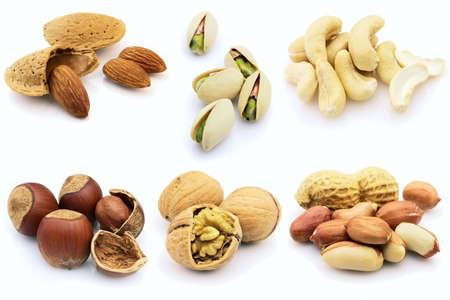 avellanas: Frutos secos sobre un fondo blanco
