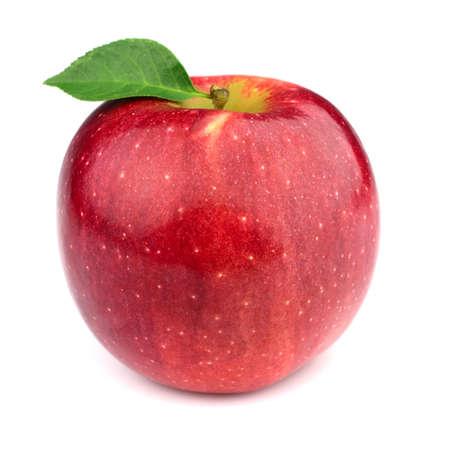 Manzana madura con hojas