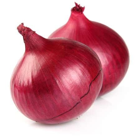 cebolla roja: Cebolla en un fondo blanco